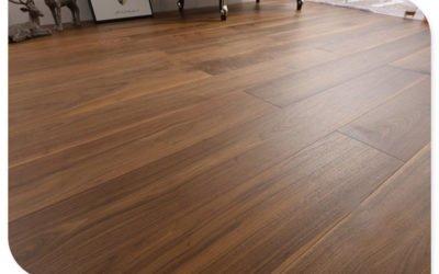 Limpieza profunda – renovación de sus pisos de madera exterior e interior .